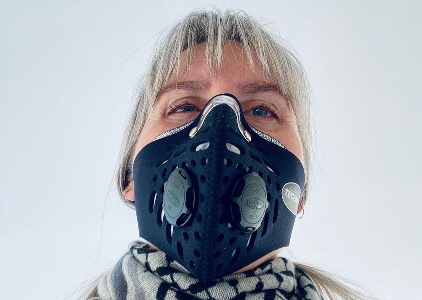 Spritten med maske